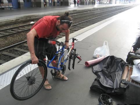 Montando las bicicletas en Lille