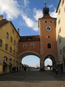 Puerta hacia uno de los puentes