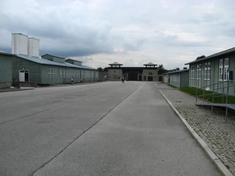 Patio central, con los barracones a los lados, en Mauthausen