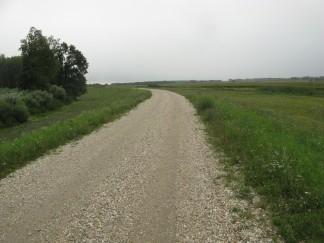 Los caminos de grava suelta con la lluvia se hacían difíciles
