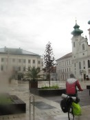 Llegando a la plaza del Ayuntamiento de Gyor.