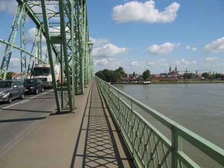 El puente entre Komarom y Komarno