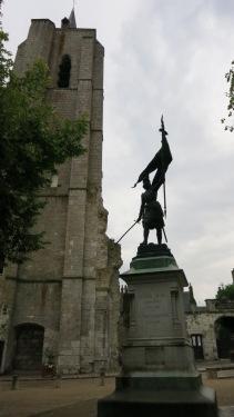 Estatua de Juana de Arco en Beaugency