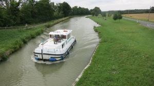 Primeros kilómetros de la jornada junto al canal