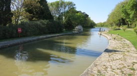 Esclusas en curva del canal del Midi.