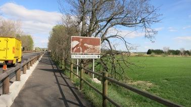 """Cartel indicativo de la """"granja de cocodrilos"""""""