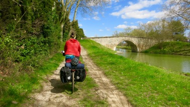Camino junto al Canal VI