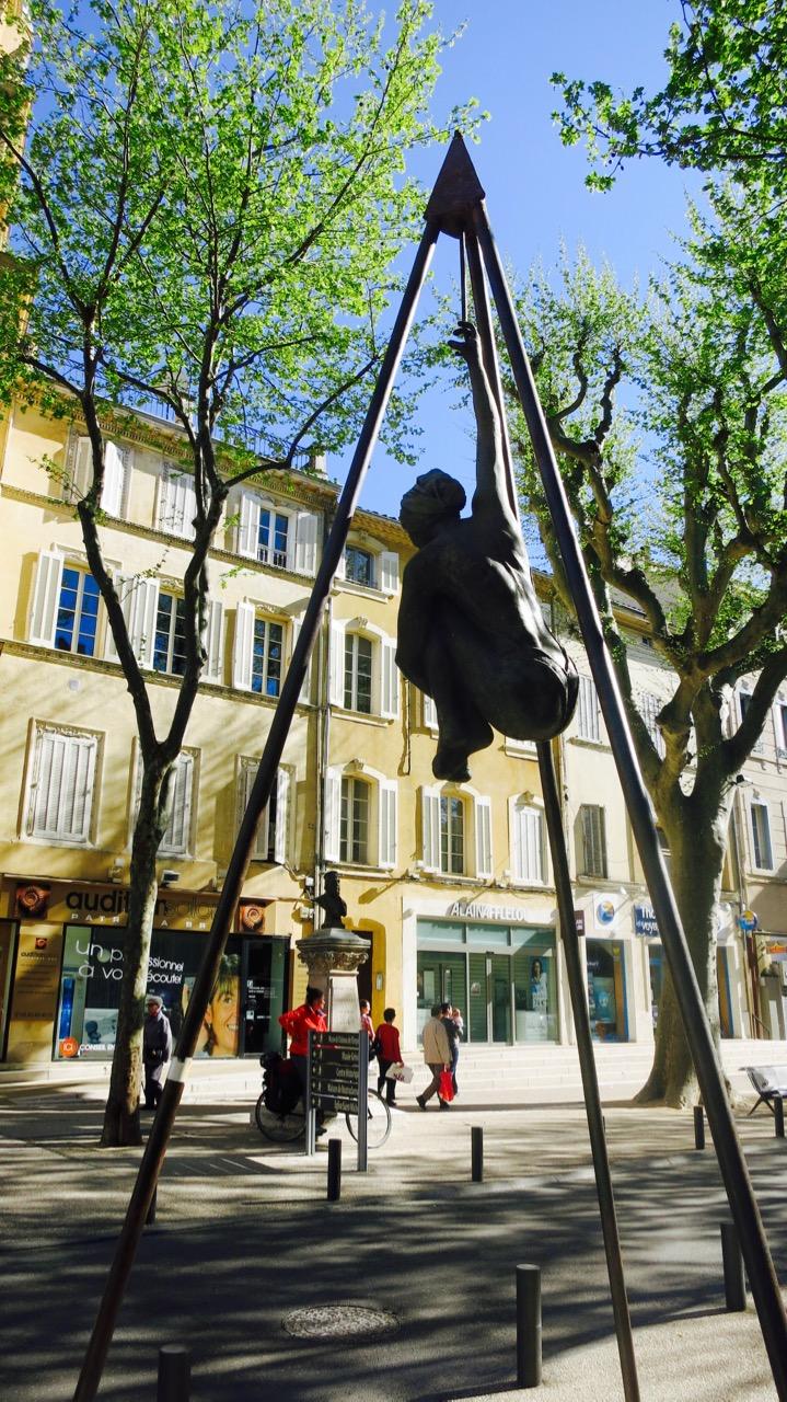 Estatua en el centro de la ciudad