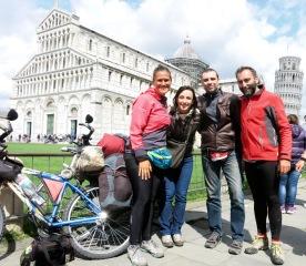 Con dos amigos, Manuela y Gabriel, unos motoristas aventureros