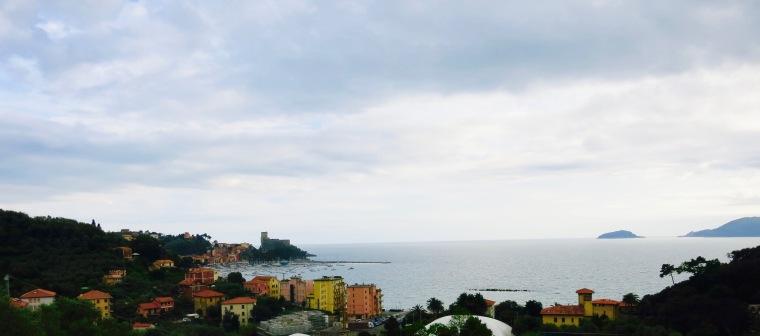 El bello pueblo de Lerici, en el camino entre La Spezia y Senato
