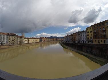Vista del Arno a su paso por Pisa