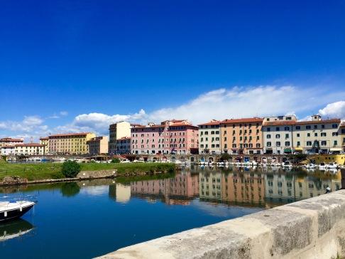 Edificios junto a los canales en Livorno