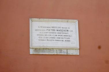 Placa de homenaje al famoso operista Pietro Mascagni