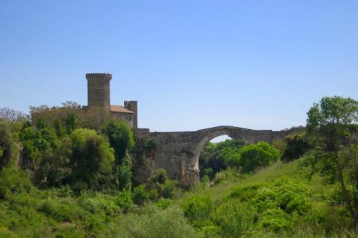 Fortaleza y puente en Vulci