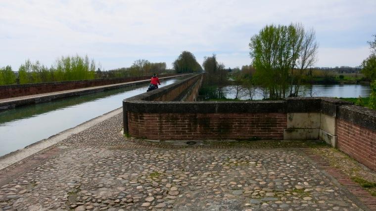 Cruzando el Pont-canal de Moissac