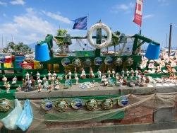 Puesto de figuritas en el puerto