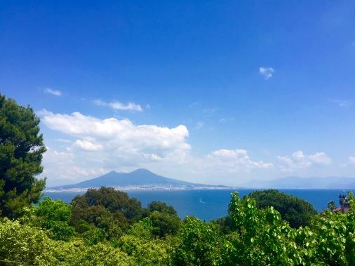 Vista del Golfo de Nápoles y el Vesubio
