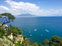 Vista del Golfo de Nápoles con el Vesubio al fondo