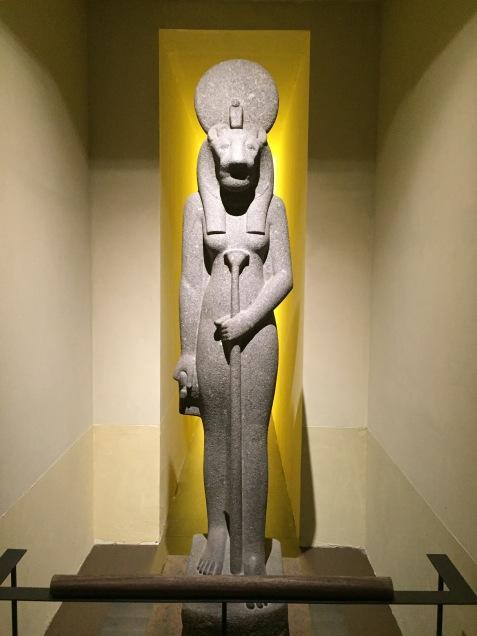 Estatua egipcia en Pompeya