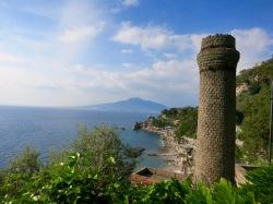 Vista del Vesubio y la bahía desde la península Sorrentina