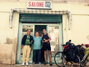 Con il barbero Peppino y un amigo en Ascea