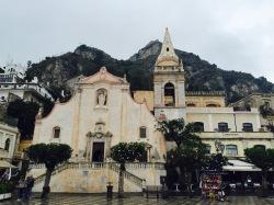 Plaza 9 de Abril con Iglesia de San Giuseppe
