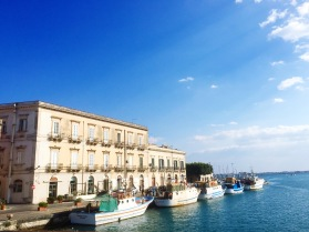 Pequeño puerto en Ortigia