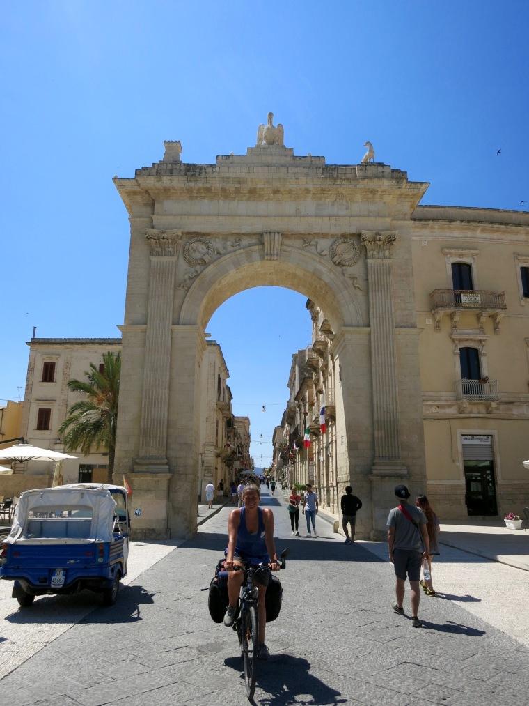 Puerta Real en Noto