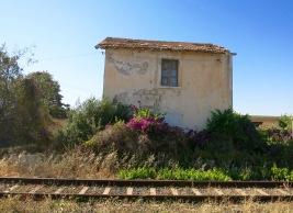 Edificio en el camino