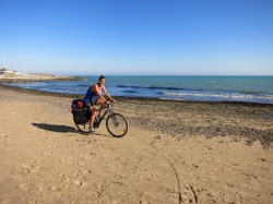 Circulando por la playa de Pozzallo