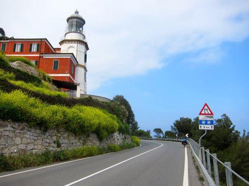 Faro en el camino
