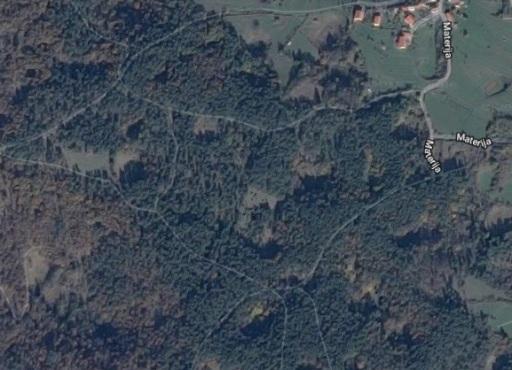 Detalle aéreo de las dolinas cerca de Materija