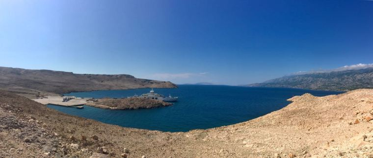 Subiendo a la isla de Pag desde el puerto