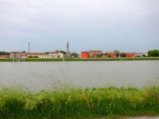 Junto al canal del Po-Adige-Benta