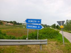 Cartel a la entrada de Choggia