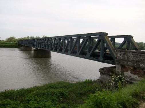 Puente del tren hacia Choggia