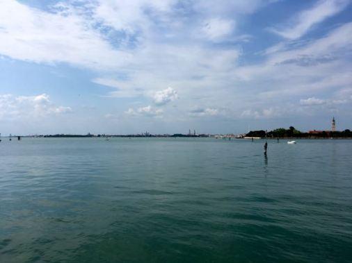 Empezando a ver Venecia en la distancia